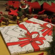 Vánoční kniha pod stromečkem